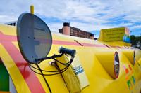 Спутниковая антенна на жёлтой подводной лодке в Ливерпуле